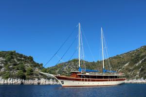2.boat1-yoga-cruise-croatia